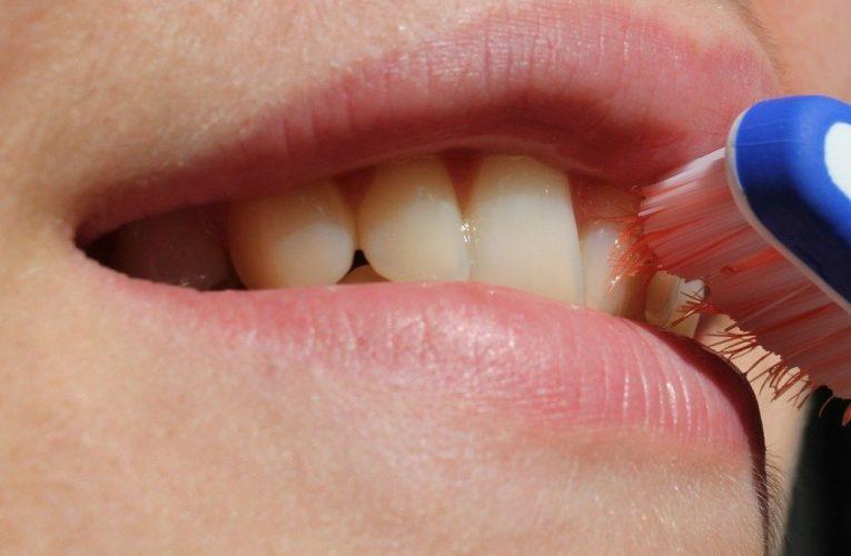 熟齡族輕忽口腔清潔 小心惱人的牙周問題